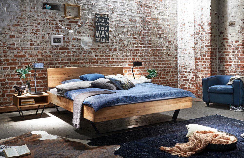 Tjoernbo massivholz bett modern sleep baumkante for Bett industriedesign
